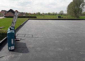 Plat dak verlijmd systeem